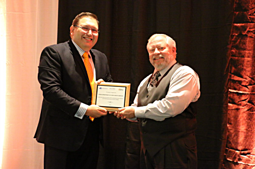 Dr. Hellerstedt accepts Award